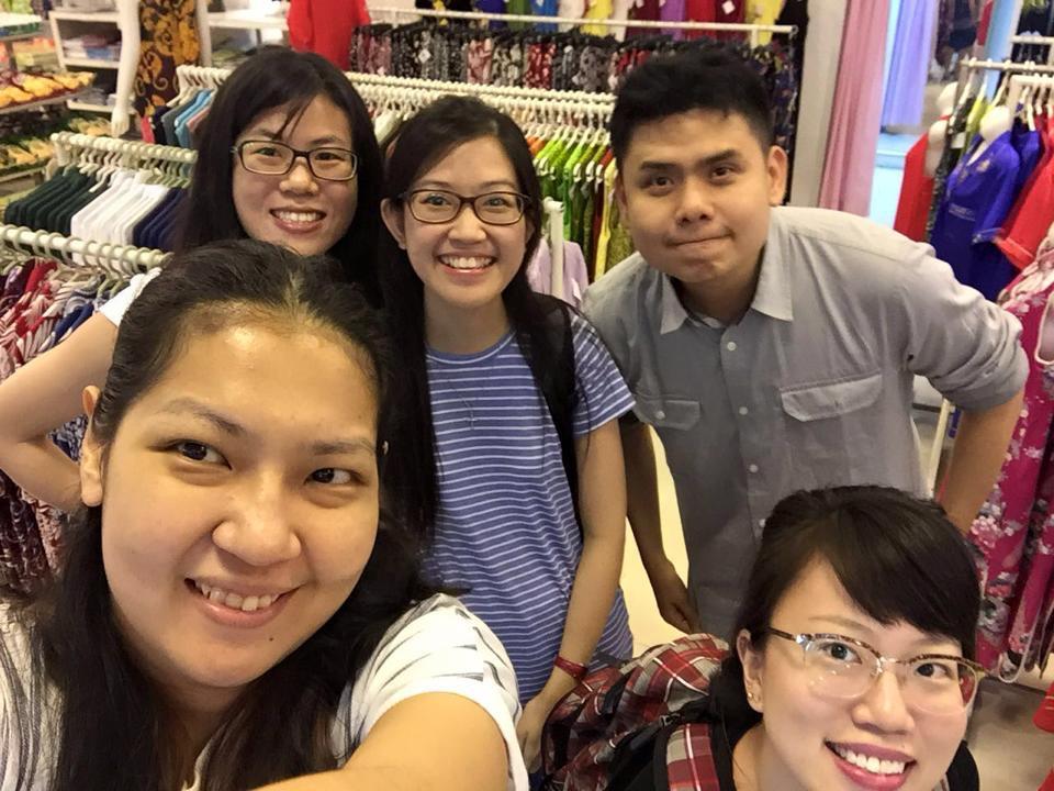 IMU Alumnus shopping with friends