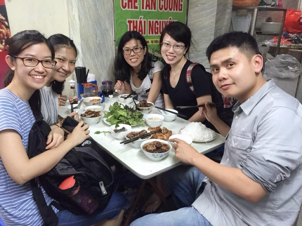 IMU Alumnus with her friends