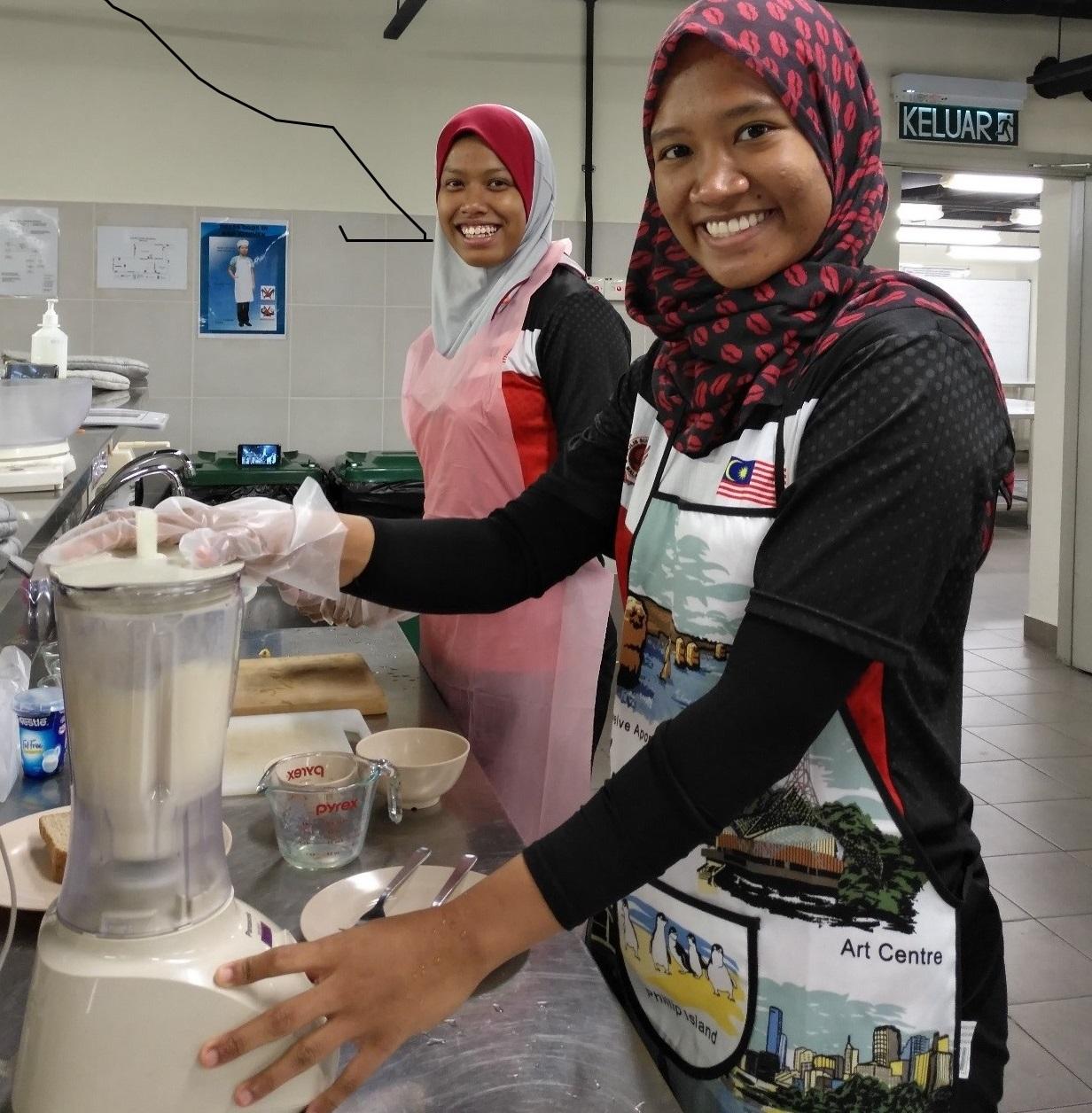 Malaysian athletes prepare snack at IMU