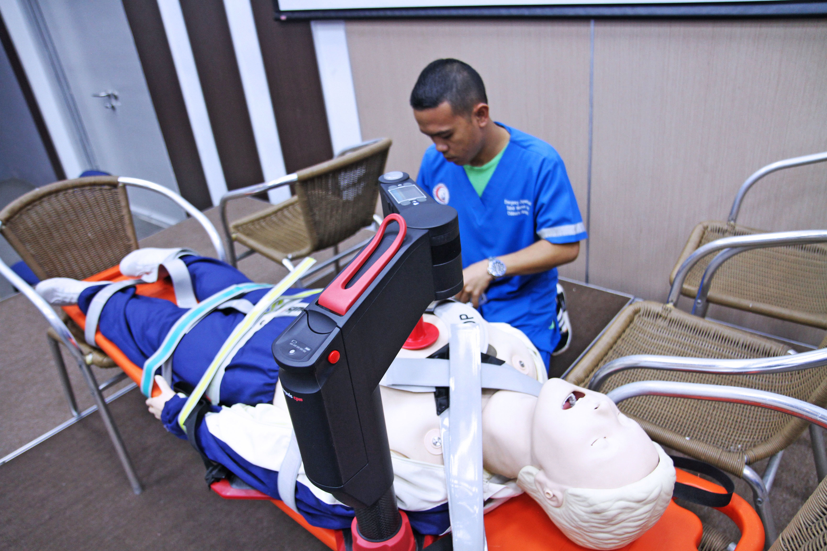 Simulation of emergency retrieval of critically ill patients