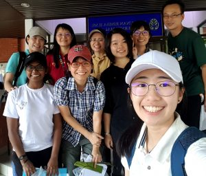 An opportunity for IMU Chinese Medicine students to learn about plants identification and to take plant samples for specimen making.